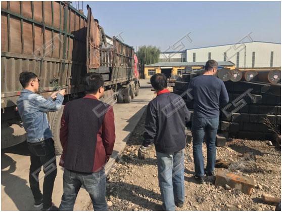 Czech customer visits flange factory